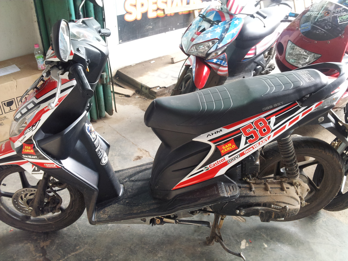 Striping Motor Custom Produksi RONIta —> Honda Beat