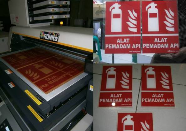 cetak sign board di mesin uv