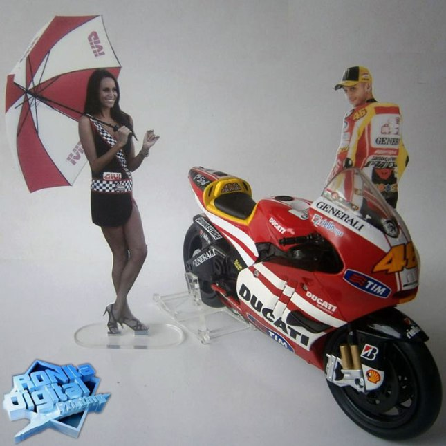 umbrella-girl-rossi-ducati