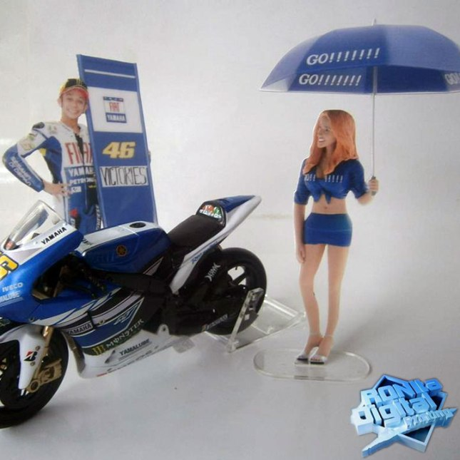 umbrella-girl-rossi-yamaha