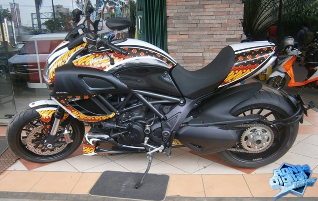 ducati-diavel-striping-custom