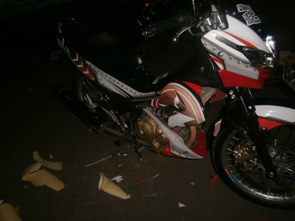 sticker striping satria 3