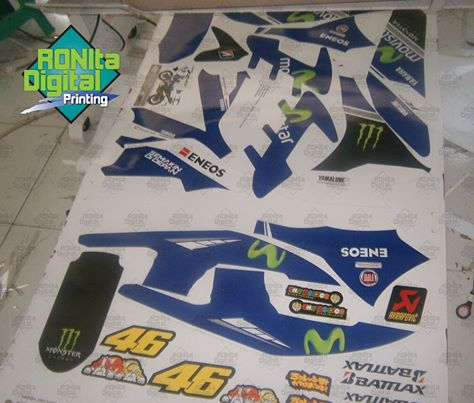 Proses Cetak Sticker Yamaha Movistar 2014