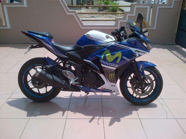 Yamaha R25 Motif Rossi Movistar 2014