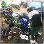 proses pemasangan sticker full body