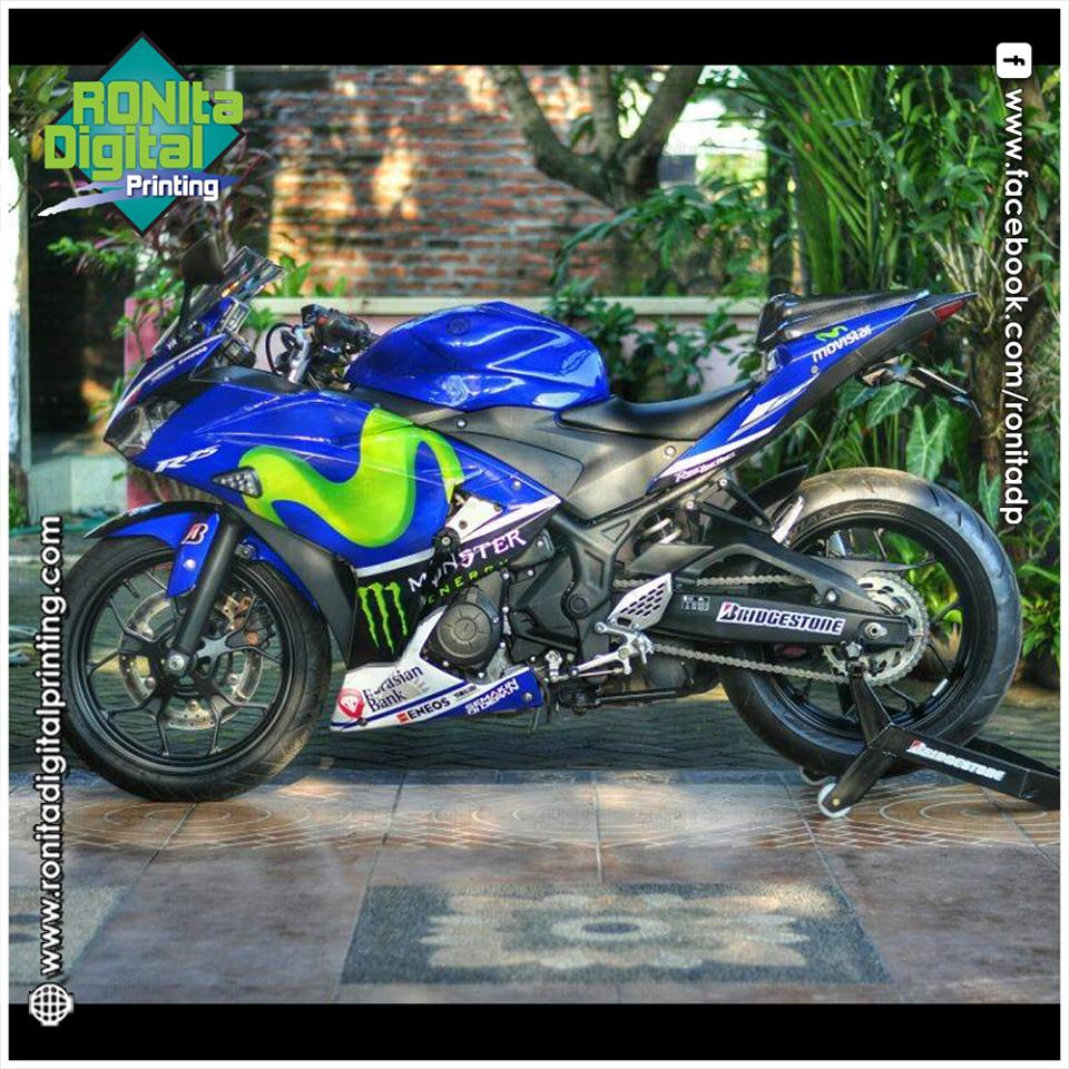 Motif movistar di yahama r25 warna putih biru modifikasi sticker
