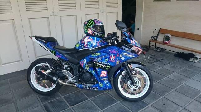 Yamaha R25 Graffiti Lorenzo 4