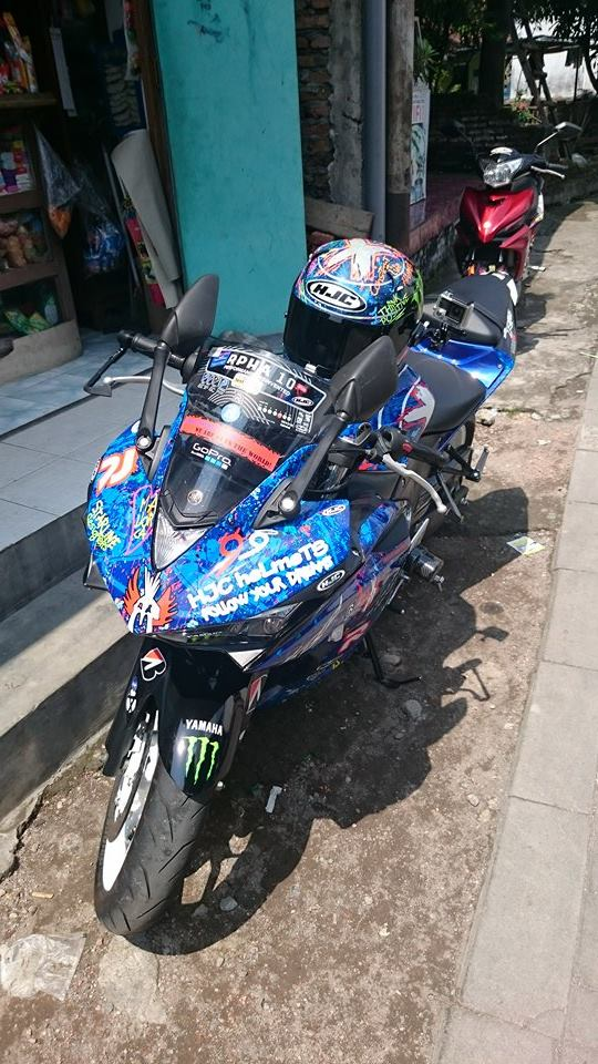 Yamaha R25 Graffiti Lorenzo 6