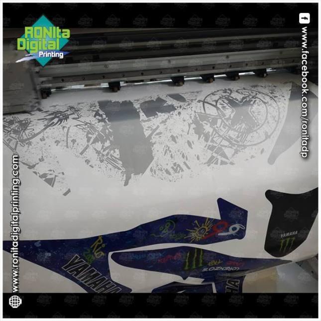 Yamaha-R25-Lorenzo-Graffiti-11